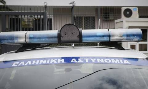 Απίστευτο περιστατικό στη Χαλκιδική: Επιχειρηματίας πέταξε τους ελεγκτές από τη σκάλα