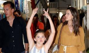 Alessandra Ambrosio: Η μικρή της κόρη βγάζει τη... γλώσσα στους φωτογράφους! (photos)