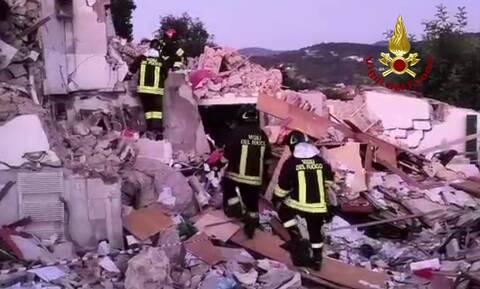 Τραγωδία στην Ιταλία: Τρεις νεκροί από έκρηξη σε πολυκατοικία (vid)