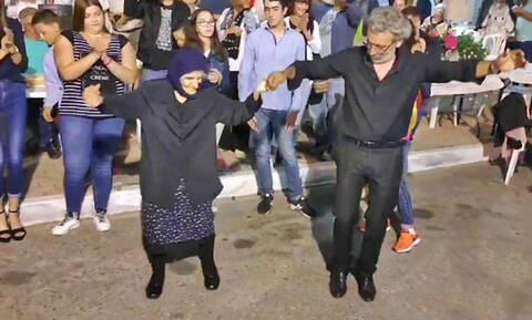Ο ορισμός της Κρητικής Ψυχής: Λεβέντισσα γιαγιά 89 ετών σέρνει το χορό! (vid)