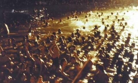 Σαν σήμερα ο Λουκιανός Κηλαηδόνης διοργανώνει το περίφημο «Πάρτυ στη Βουλιαγμένη» (video)