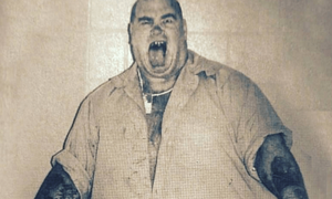 Φρίκη: Ο κανίβαλος που μετέτρεπε τα θύματά του σε μπέργκερ – Δεκάδες είχαν φάει ανθρώπινη σάρκα