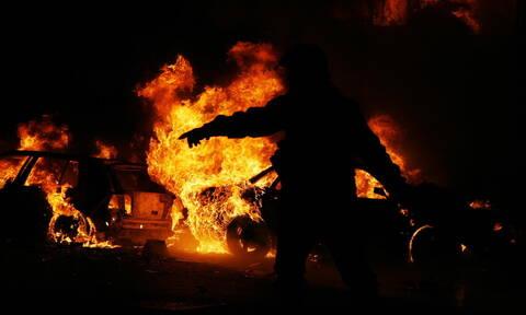Αττική: Στις φλόγες αυτοκίνητα σε Βούλα και Γλυφάδα