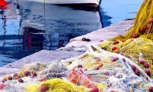 Ψαράδες βγάζουν τα δίχτυα τους και παθαίνουν πλάκα με αυτό που είχαν πιάσει (video)