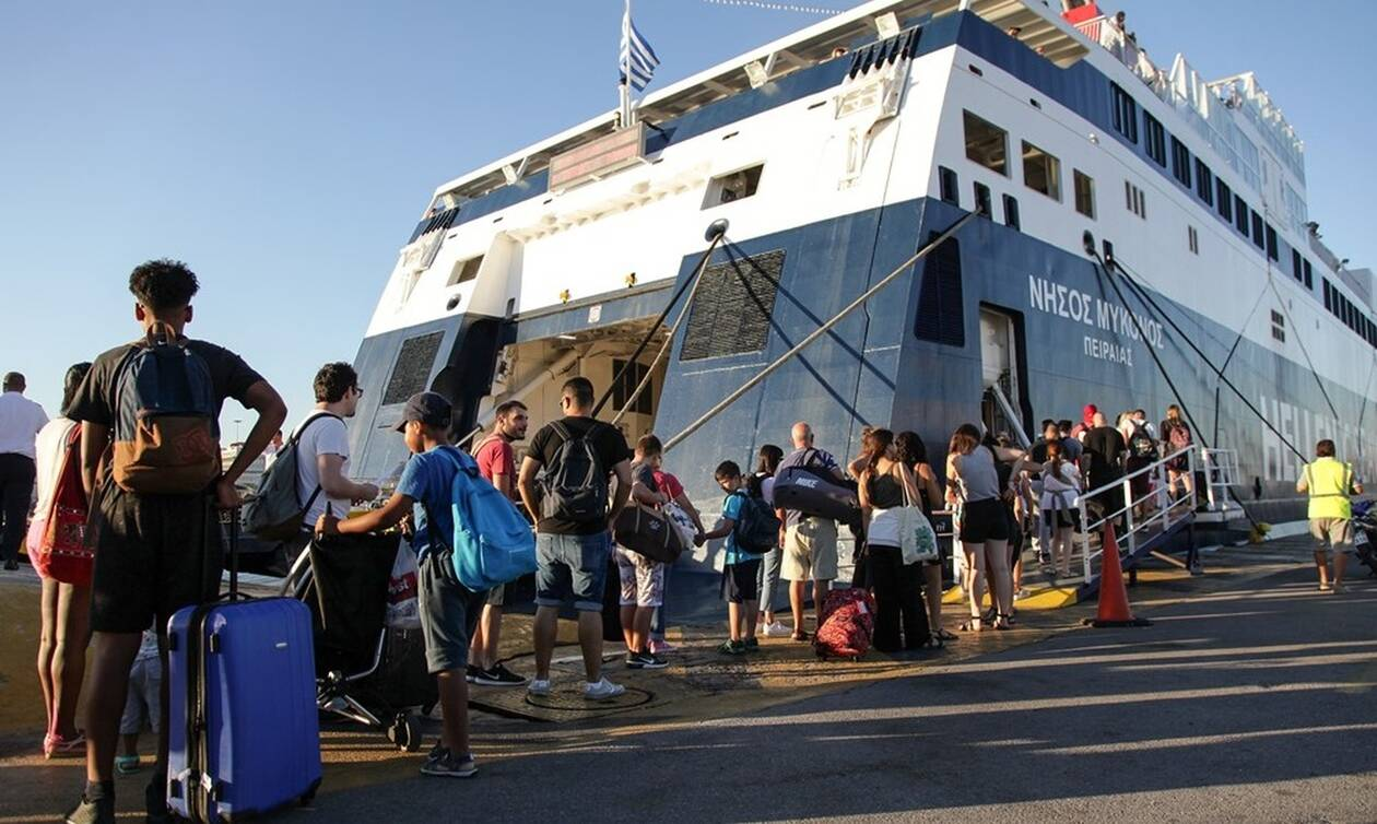 Αδειάζει η Αθήνα: Χαμός σε λιμάνια, αεροδρόμια και εθνικές οδούς – Με 40άρια η μεγάλη έξοδος