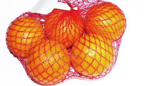 Δεν θα πιστεύεις γιατί τα πορτοκάλια πωλούνται μέσα σε κόκκινο δίχτυ! (pics+vid)