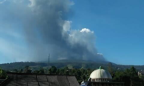 Συναγερμός: Εξερράγη ηφαίστειο στην Ινδονησία