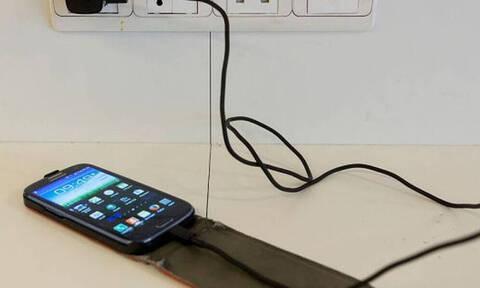 Τρομερό κόλπο: Έτσι θα φορτίζεις το κινητό σου σε λιγότερο χρόνο! (pics)