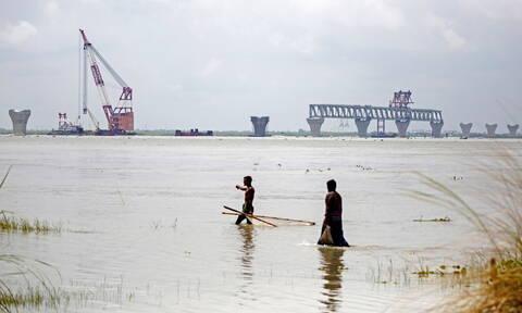 Μπανγκλαντές: Περισσότερους από 100 νεκρούς άφησε πίσω του ο μουσώνας