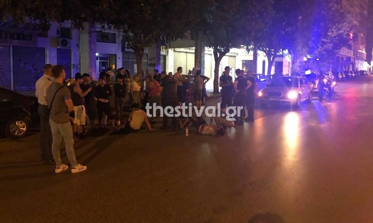 Αιματηρή συμπλοκή στη Θεσσαλονίκη με δύο σοβαρά τραυματίες (vid)