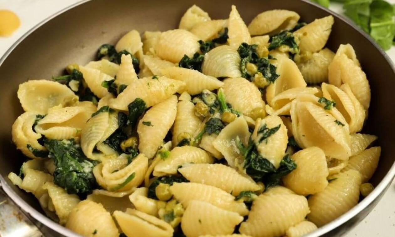 Εύκολη συνταγή: Ζυμαρικά με σπανάκι