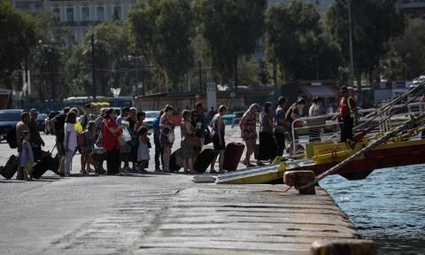 Οι αδειούχοι εγκαταλείπουν την Αθήνα με κάθε μέσο - Με θερμοκρασίες «φωτιά» η μεγάλη έξοδος