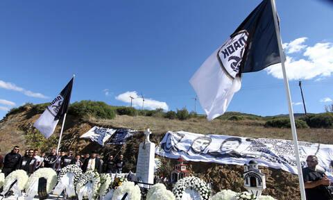 Ιεροσυλία! Έκλεψαν τις σημαίες του ΠΑΟΚ από το μνημείο των Τεμπών! (photo)