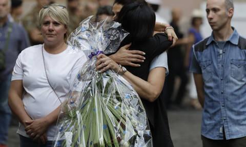 Ιταλία: Χιλιάδες κόσμου αποχαιρέτισε τον αδικοχαμένο αστυνομικό