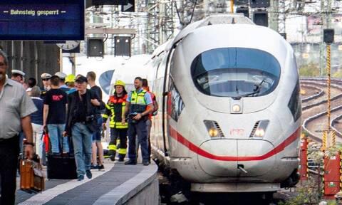 Φρικτός θάνατος για 8χρονο: Άγνωστος τον έσπρωξε στις γραμμές του τρένου