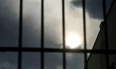 Ελευσίνα: Τον συνέλαβαν για απόπειρα βιασμού και κρεμάστηκε στο κελί του
