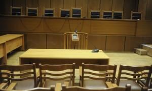 Υπόθεση De Puy: Ένοχοι 13 κατηγορούμενοι για τα υπερκοστολογημένα ορθοπεδικά της