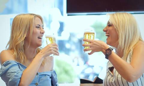 Το αιώνιο ερώτημα: Υπάρχει τελικά αληθινή γυναικεία φιλία; (vid)