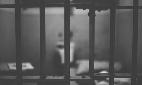 Αγρίνιο: Στη φυλακή 35χρονος ληστής που κυκλοφορούσε με τσεκούρι