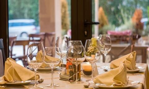 Tέλος το «κουβέρ» από τα εστιατόρια - Όσα πρέπει να ξέρετε