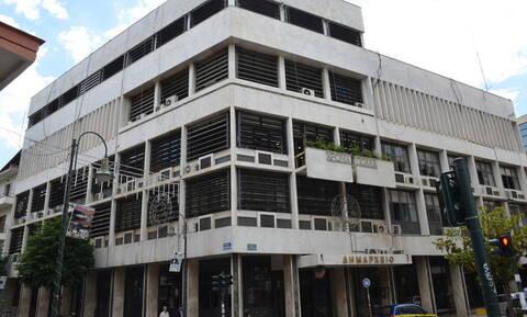 Πανικός στη Λάρισα: Αναστάτωσε το δημαρχείο με τις φωνές του - Κάλεσαν αστυνομία και ΕΚΑΒ