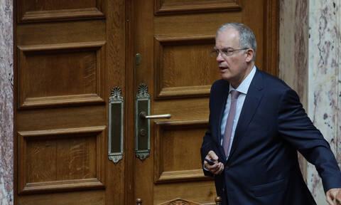«Άκαπνη» η Βουλή - Καπνιστήριο θέλει να φτιάξει ο Τασούλας