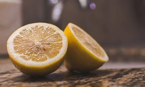 Έβαλε μία φλούδα λεμονιού στο πλυντήριο πιάτων - Μόλις μάθετε γιατί θα το κάνετε κι εσείς (pics)
