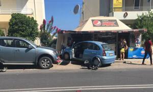 «Τρελό» αυτοκίνητο μπούκαρε σε περίπτερο! Δείτε φωτογραφίες!