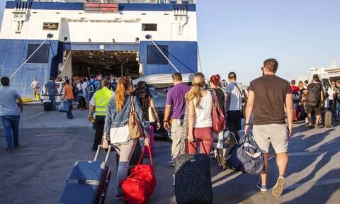 Κυκλοφοριακό «έμφραγμα» στον Πειραιά: Σαλπάρουν οι αδειούχοι του Αυγούστου