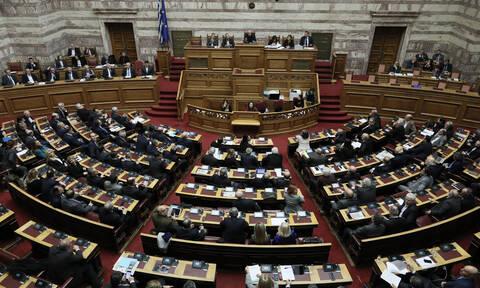Βουλή: Αντιδράσεις από την αντιπολίτευση για τις εξπρές διαδικασίες