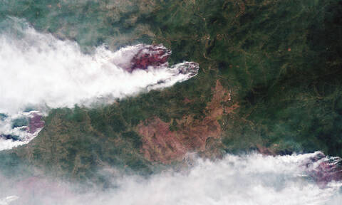 Oι πυρκαγιές της Σιβηρίας από το Διάστημα: Ο καπνός έχει φθάσει στην Αλάσκα και τον Καναδά (pics)