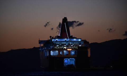 Άνδρος: Ταλαιπωρία για τους επιβάτες του Aqua Blue