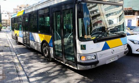 Αττική: Σοκ σε λεωφορείο - Επιδειξίας αυνανίστηκε μπροστά σε κοπέλες