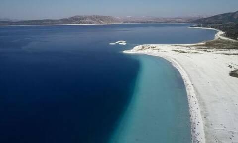 Τουρκία: Η τυρκουάζ λίμνη Σαλντά, πόλος έλξης τουριστών (pics+vid)