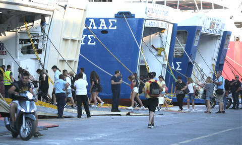 Η μεγάλη έξοδος του Αυγούστου: 10λεπτη παράταση στον απόπλου των πλοίων από Πειραιά
