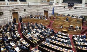 Στη Βουλή το διυπουργικό νομοσχέδιο: Τι προβλέπει για άσυλο - δήμους