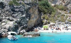 Κρήτη: Πανικός σε παραλία! Δείτε τι πετάχτηκε από το βυθό και επιτέθηκε σε 16χρονο (pics)