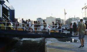 Έξοδος εκδρομέων: Το αδιαχώρητο στα λιμάνια της Αττικής