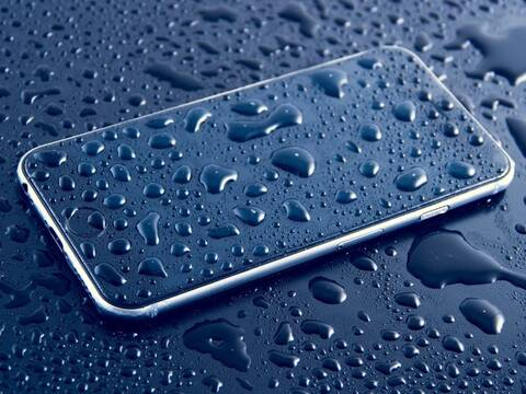 Βράχηκε το κινητό σου; Τι πρέπει να κάνεις για να το σώσεις