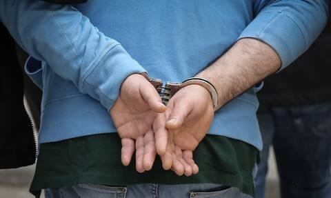 Αποκάλυψη: Αυτός είναι ο παρουσιαστής που συνελήφθη στο Σύνταγμα