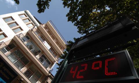 Καύσωνας: Ασφυξία! «Βράζει» στους 42 όλη η Ελλάδα – Εκρηκτικό κοκτέιλ ζέστης και υγρασίας