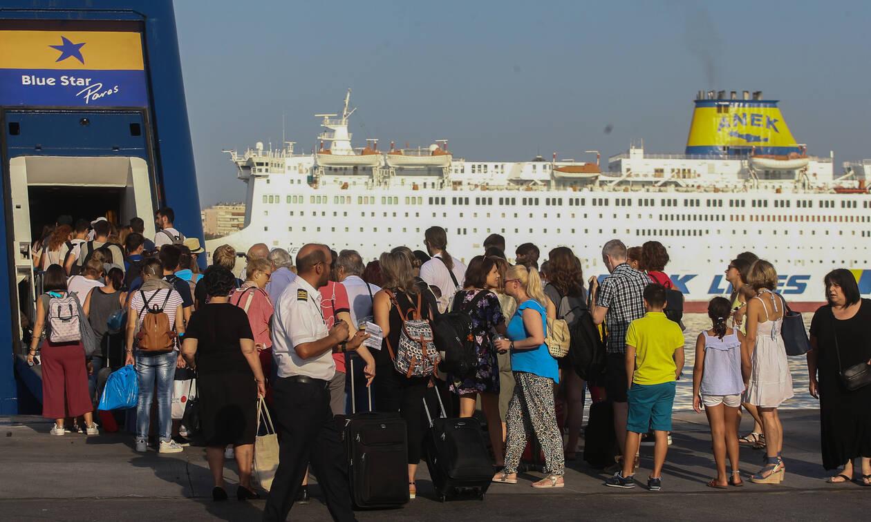 Αδειάζει η Αθήνα: Όπου φύγει, φύγει οι εκδρομείς του Αυγούστου - Το αδιαχώρητο στα λιμάνια