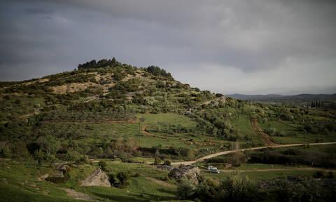 Τρίκαλα: Έσκαβε στο χωράφι του - Έπαθε ΣΟΚ με αυτό που ανακάλυψε (pics)