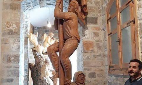 Το άγαλμα του ήρωα Σολωμού δεσπόζει στην Αξό της Κρήτης (pics)