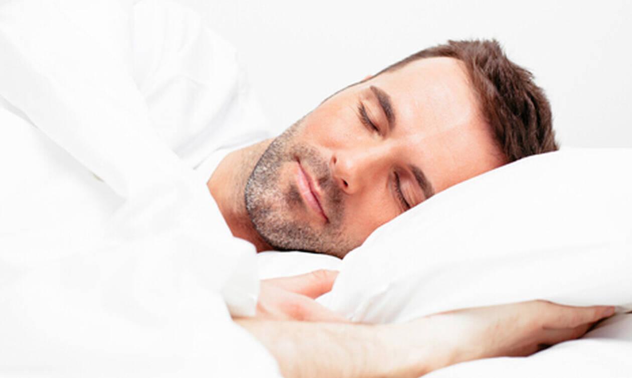 Κοιμάσαι από την αριστερή πλευρά; Δες τι κερδίζεις