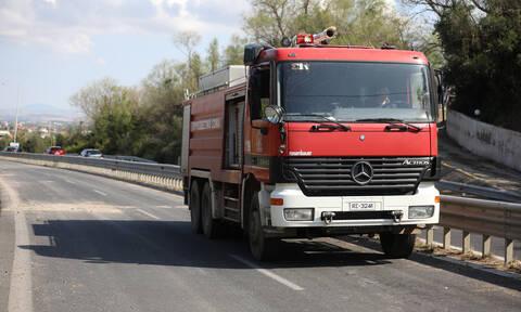Αχαΐα: Φωτιά σε αποθήκη στα Βεσκουκέικα – Ένας τραυματίας