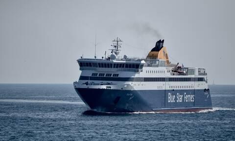 ΤΩΡΑ: Μηχανική βλάβη στο Blue Star Naxos – Μεταφέρει 1.365 επιβάτες