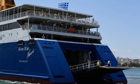 Έφτασε Πειραιά το Blue Star Naxos - Ταλαιπωρία για χιλιάδες ταξιδιώτες - Χάθηκε η 1η μέρα διακοπών