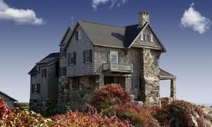 Τρόμος για ζευγάρι: «Πάγωσαν» όταν ανακάλυψαν τι «έκρυβε» η οροφή του σπιτιού τους (pics)