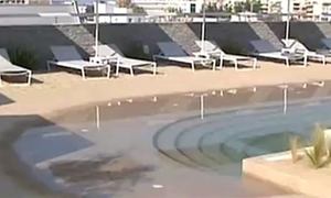 Η πρώτη τεχνητή παραλία στην Ελλάδα βρίσκεται στην ταράτσα ξενοδοχείου (video)